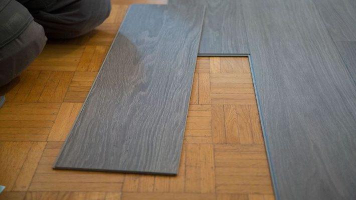 Sàn nhựa có độ bền vật liệu tương đương với sàn gỗ, sàn đá