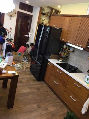 Thi công sàn nhựa giả gỗ phòng bếp