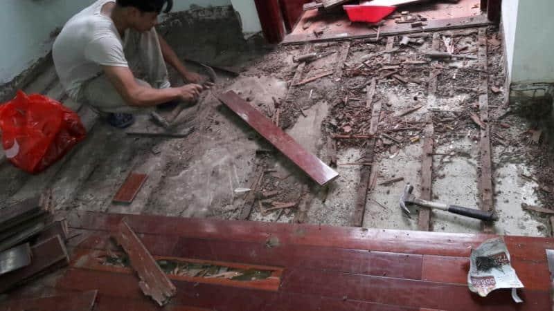 Sàn gỗ xuống cấp