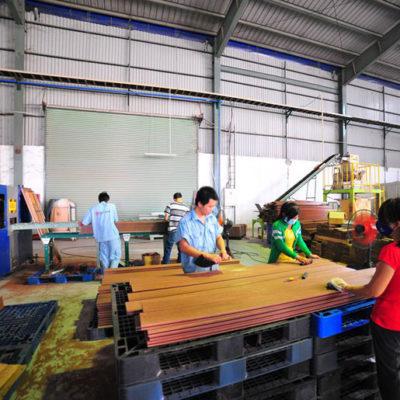 Sản xuất sàn nhựa đạt tiêu chuẩn chất lượng cao